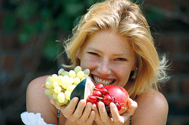Comer-fruta-feliz
